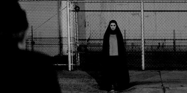 """Im deutschen Trailer zur Vampir-Romanze """"A Girl Walks Home Alone At Night"""" büßt Man(n) für seine Sünden"""
