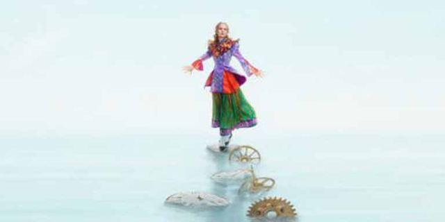 "Mia Wasikowska als Alice im neuen Teaser zu ""Alice Through The Looking Glass"""