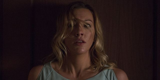 "Deutscher Trailer zu ""Wolves At The Door"": ""Arrow""-Star Katie Cassidy im neuen Horrorfilm des ""Annabelle""-Regisseurs"