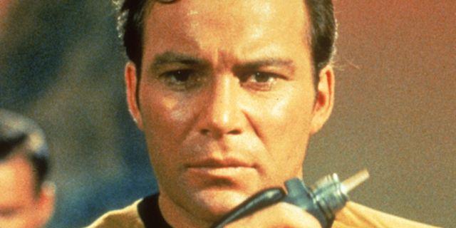 """Kirk kann auch romantisch: William Shatner kriegt in Giorgio Serafinis Rom-Com """"Senior Moment"""" den Führerschein entzogen"""