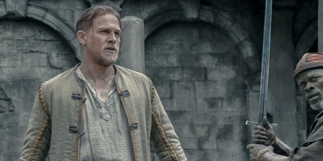 "Die Macht von Excalibur: Exklusive Actionszene aus ""King Arthur: Legend Of The Sword"""