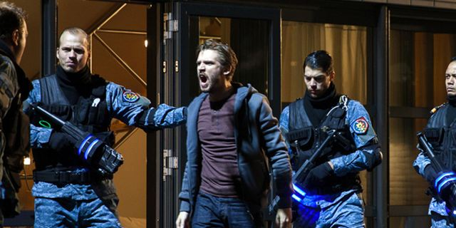 """Wenn der """"Kill Switch"""" umgelegt wird, sterben alle: Deutsche Trailerpremiere zum Sci-Fi-Thriller"""