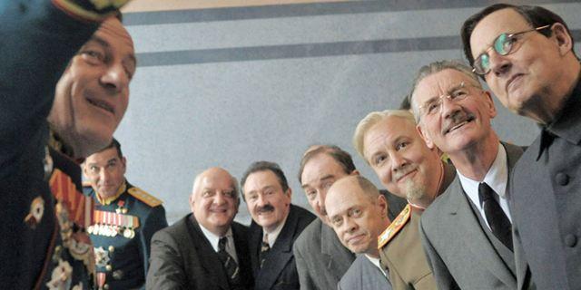 """""""The Death Of Stalin"""" sorgt für jede Menge Chaos: Erster, urkomischer Trailer zur starbesetzen Polit-Satire"""