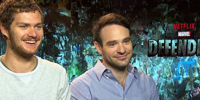 """Das FILMSTARTS-Interview zu """"Marvel's The Defenders"""" mit Charlie Cox, Finn Jones und Showrunner Marco Ramirez: Was hat es mit Sigourney Weaver auf sich?"""