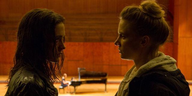 """Zwei Schwestern, ein Versprechen: Trailerpremiere zum Thriller-Drama """"Die Vierhändige"""""""