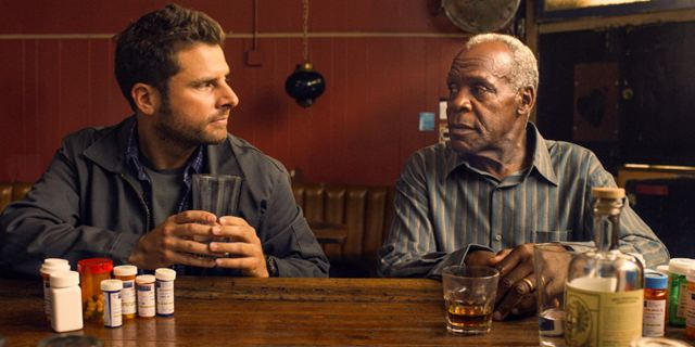 """Pushing Dead"": Danny Glover und James Roday im Trailer zur Kino-Tragikomödie"