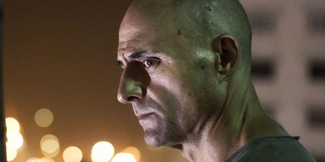 """""""Deep State"""": """"Kingsman""""-Star Mark Strong als folternder Ex-Spion im ersten Trailer zur Thriller-Serie"""