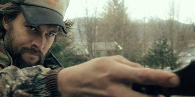 """Deutscher Trailer zum Abenteuer-Thriller """"Sugar Mountain - Spurlos in Alaska"""" mit Jason Momoa"""