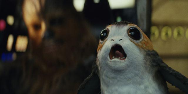 """Fans der niedlichen Viecher müssen jetzt stark sein: """"Star Wars 8""""-Regisseur Rian Johnson spaltet einem Porg den Schädel"""
