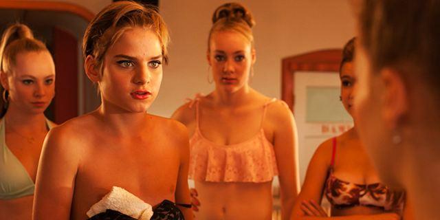 """""""Allein unter Schwestern"""": Teenie-Liebe und ein TV-Star im Trailer zur Körpertausch-Komödie"""