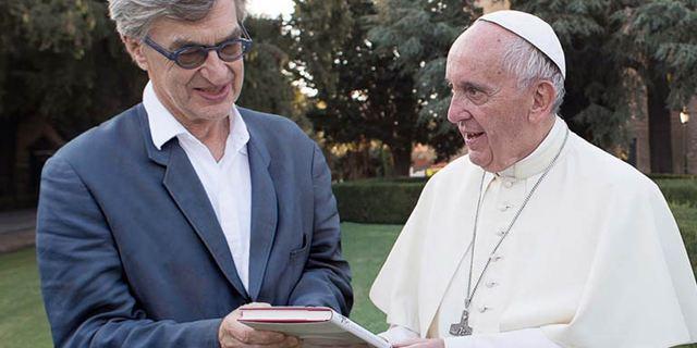 """Papst-Mania: Trailer zu Wim Wenders' Doku """"Papst Franziskus – Ein Mann seines Wortes"""""""