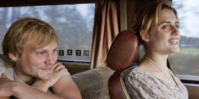 """""""303"""": Der Trailer zur Roadmovie-Romanze, die auch Miesepeter glücklich macht"""