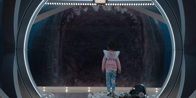 """Im neuen Trailer zu """"Meg"""" mit Jason Statham will ein Mega-Hai ein kleines Mädchen verschlingen"""
