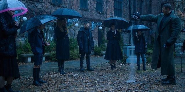"""Die neue Superhelden-Serie von Netflix: Erste Bilder zu """"The Umbrella Academy"""""""