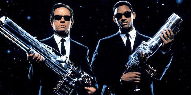 """Neues Bild zum """"Men In Black""""-Reboot: """"Thor 3""""-Reunion in der Wüste"""