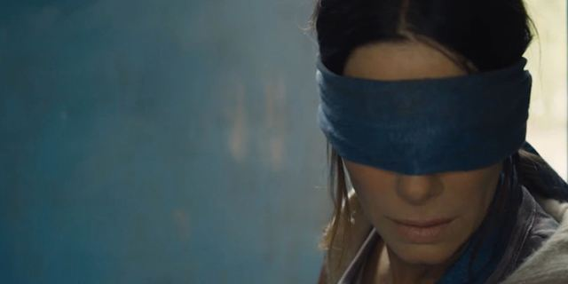 """Wer schaut, stirbt: Trailer zum Netflix-Horror """"Bird Box"""" mit Sandra Bullock"""