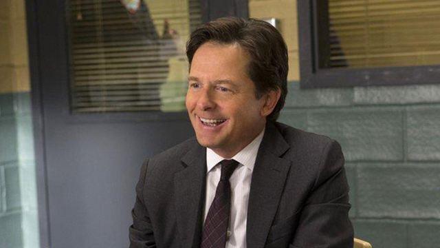 """""""Zurück in die Zukunft""""-Star Michael J. Fox gibt """"A.R.C.H.I.E."""" Pfötchen"""