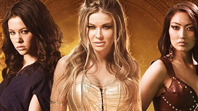 """Der neue Tommy Wiseau? Trailer zum völlig abgedrehten Slasher """"The Book Of Fire"""" mit Carmen Electra"""
