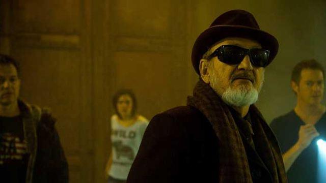 """Ungewöhnlich: Robert """"Freddy Kruger"""" Englund jagt das Böse im deutschen Trailer zum Horror-Thriller """"Open The Door"""""""