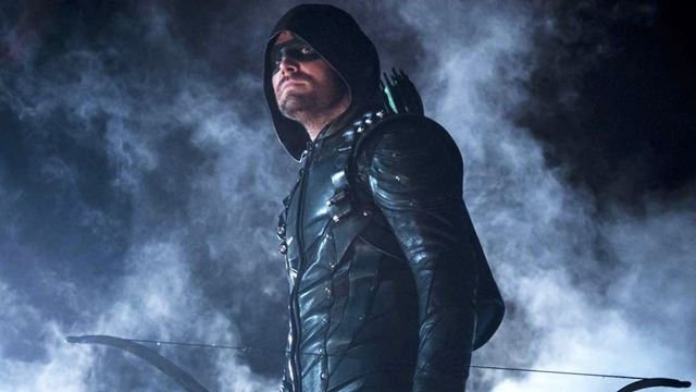 """Neue Bilder zur 8. Staffel """"Arrow"""" zeigen totgeglaubte Rückkehrer und neue Kostüme der Helden"""