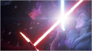 """""""Star Wars 7"""": Fantheorie ergründet, warum sich Kylo Ren auf seine offene Wunde schlägt"""