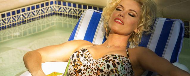 Anna Nicole Smith als Stripperin