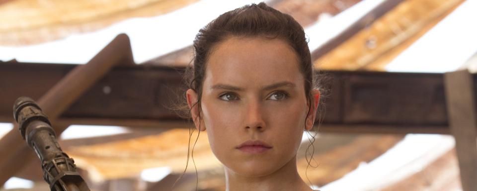 """""""Star Wars"""": J.J. Abrams enthüllt großen Hinweis zur Frage nach Reys Eltern"""
