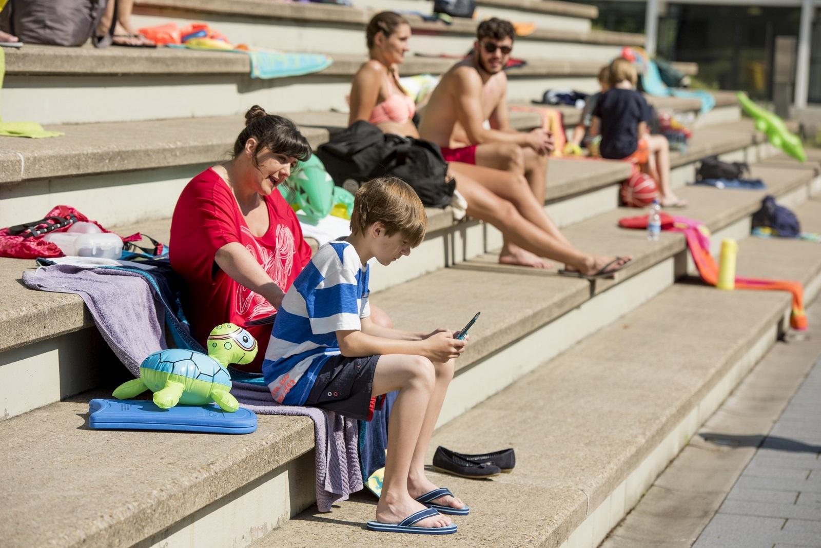 Jungs im schwimmbad kennenlernen Ηγετης χωρις τιτλο