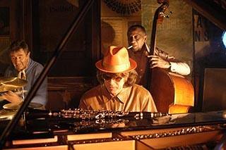Jazzclub - Der frühe Vogel fängt den Wurm : photo