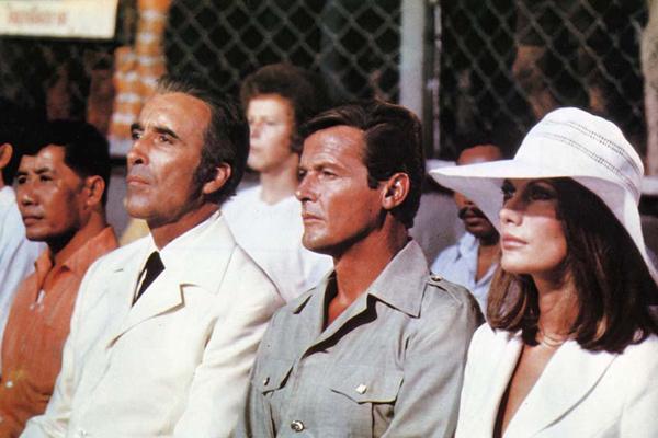 James Bond 007 - Der Mann mit dem goldenen Colt : Bild Christopher Lee, Maud Adams, Roger Moore