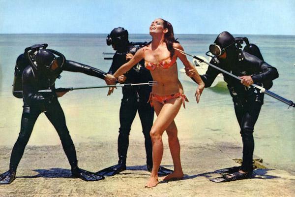 James Bond 007 - Feuerball : Bild Martine Beswick, Terence Young