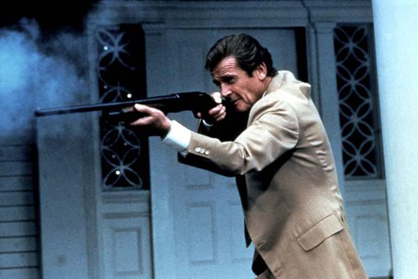 James Bond 007 - Im Angesicht des Todes : Bild John Glen, Roger Moore