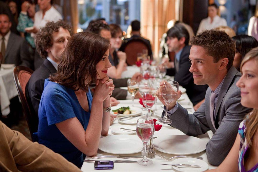 Valentinstag : Bild Anne Hathaway, Topher Grace