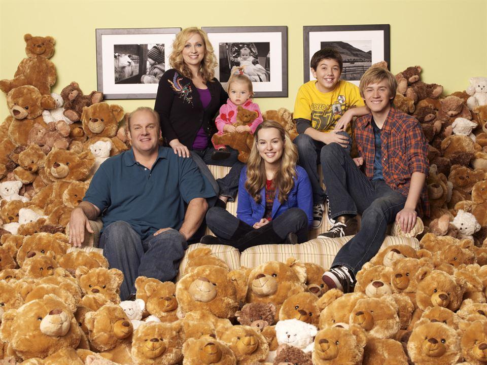 Meine Schwester Charlie : Bild Bradley Steven Perry, Bridgit Mendler, Eric Allan Kramer, Jason Dolley, Leigh-Allyn Baker