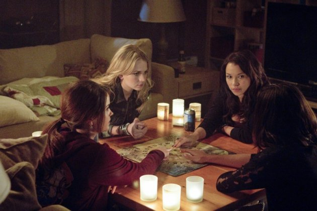 Bild Britt Robertson, Jessica Parker Kennedy, Phoebe Tonkin, Shelley Hennig