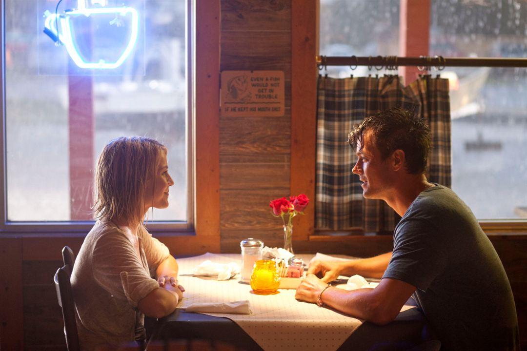 Safe Haven - Wie ein Licht in der Nacht : Bild Cobie Smulders, Josh Duhamel, Julianne Hough