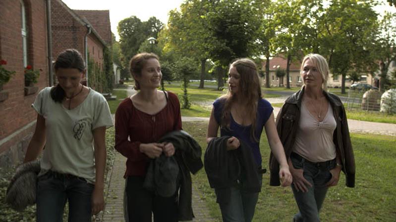 Frauensee : Bild Constanze Waechter, Lea Draeger, Nele Rosetz, Therese Hämer
