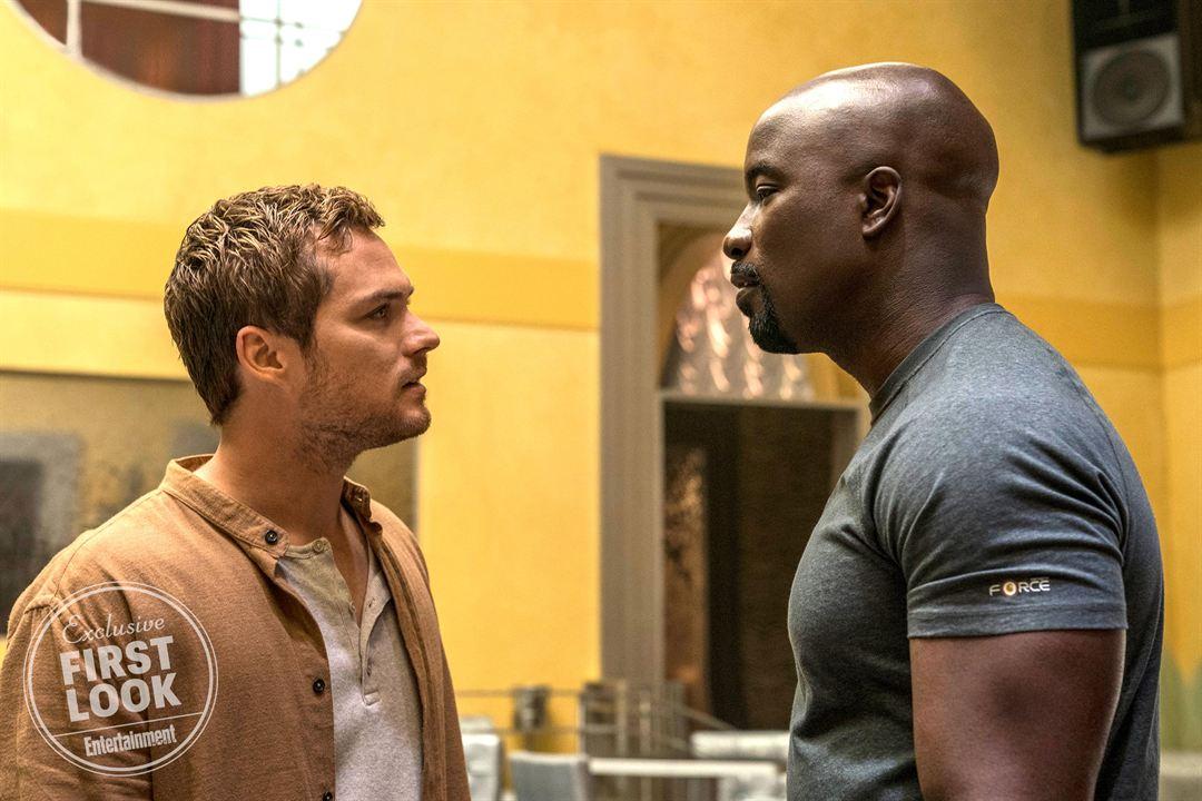 """Finn Jones und Mike Colter in der 2. Staffel von """"Luke Cage"""""""