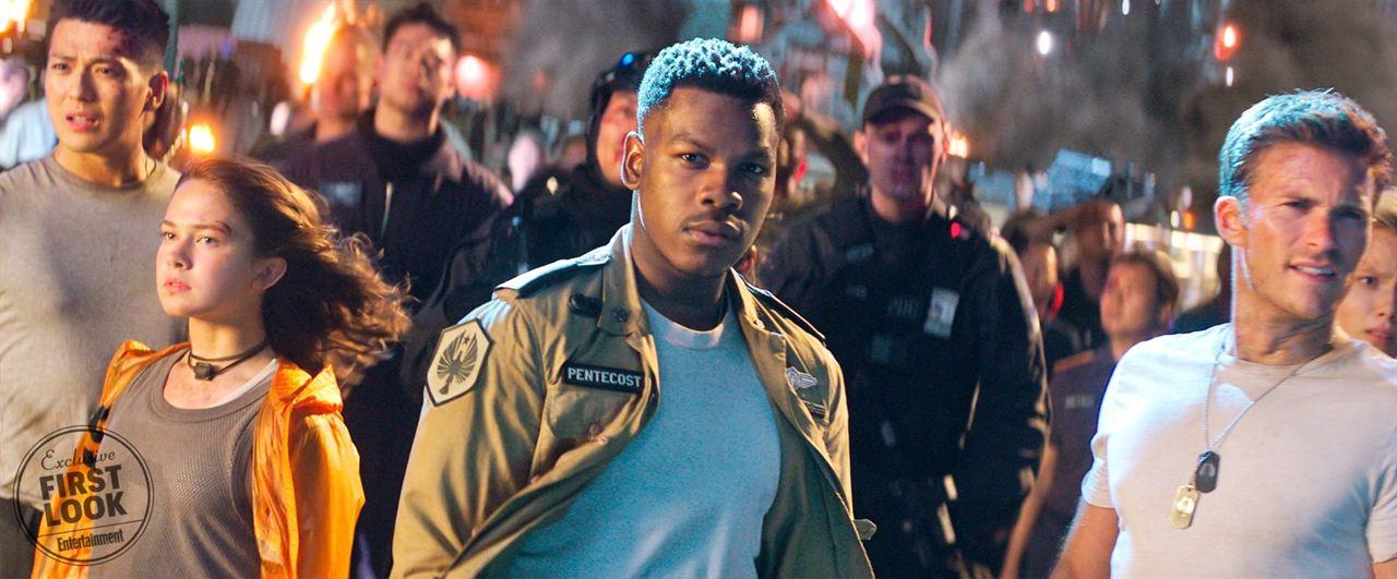 "John Boyega, Scott Eastwood und Cailee Spaeny in ""Pacific Rim 2: Uprising"""