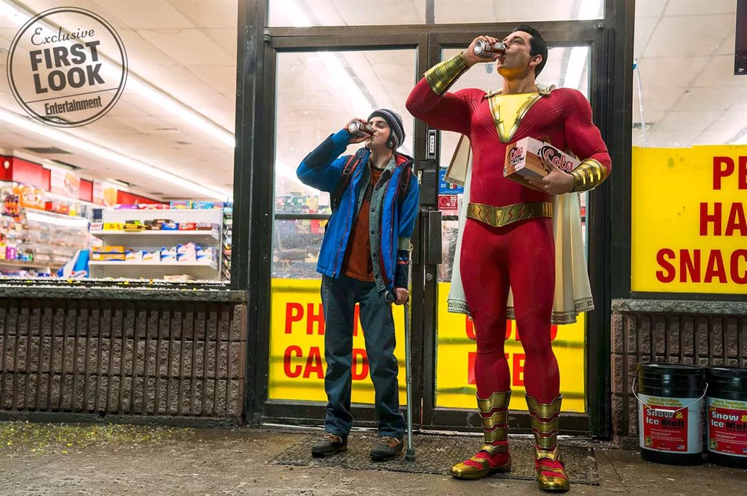 "Zachary Levi (r.) und Jack Dylan Grazer (l.) in ""Shazam!"""