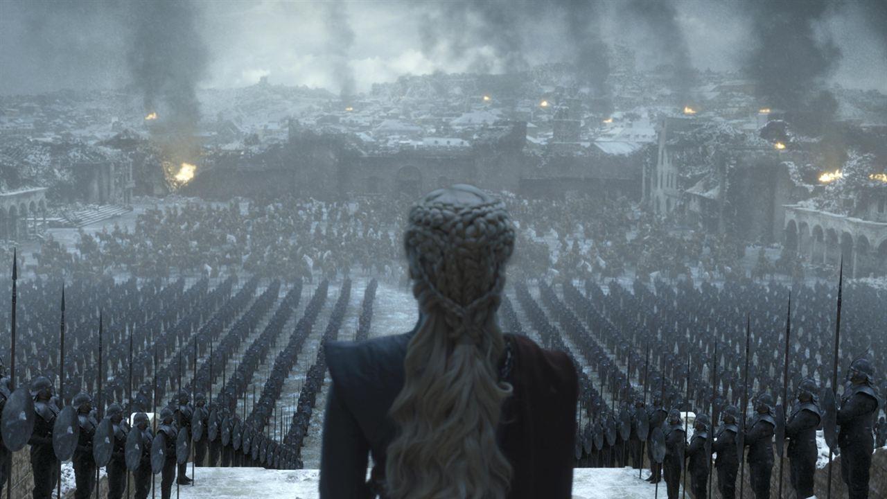 Daenerys (Emilia Clarke) spricht zu ihrem Volk.