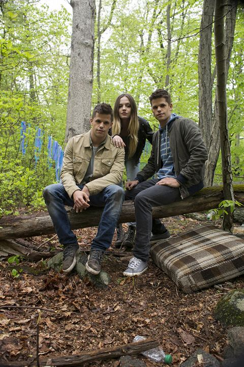 Bild Charlie Carver, Emily Meade, Max Carver