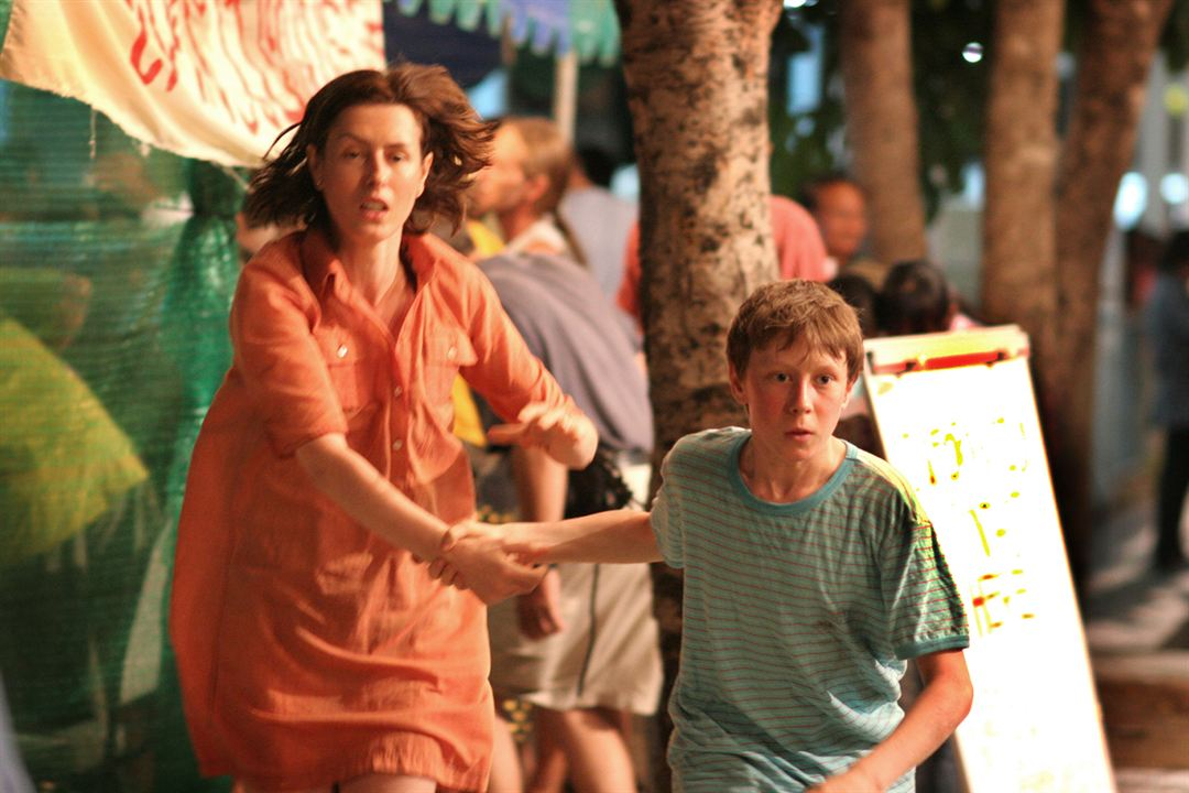 Tsunami: The Aftermath : Bild George MacKay, Gina McKee