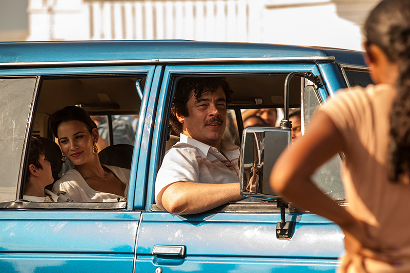 Escobar - Paradise Lost : Bild Benicio Del Toro, Laura Londono