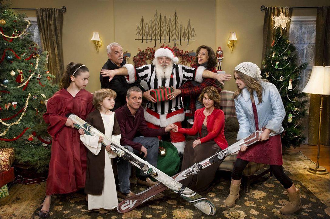 Our First Christmas : Bild Cassi Thomson, Dixie Carter, John Ratzenberger, Julie Warner, Maxim Knight