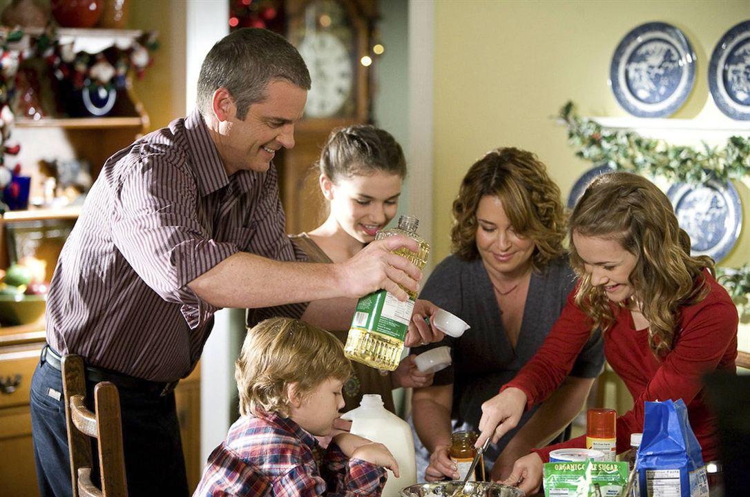 Our First Christmas : Bild Cassi Thomson, Julie Warner, Maxim Knight, Steven Eckholdt