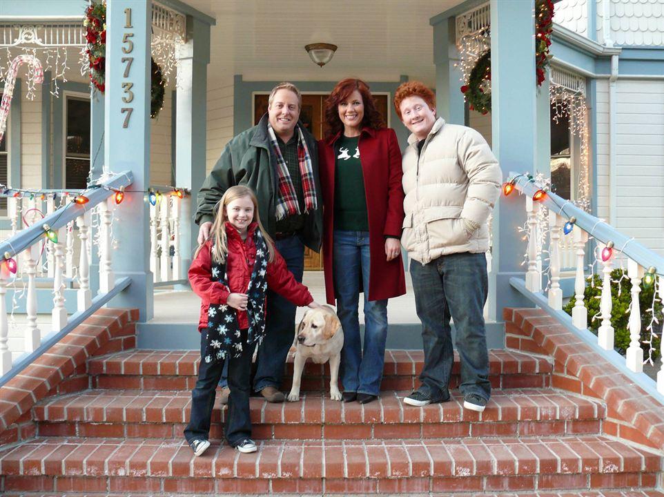 Ein Hund rettet den Weihnachtsurlaub : Bild Charlie Stewart, Elisa Donovan, Gary Valentine, Sierra McCormick