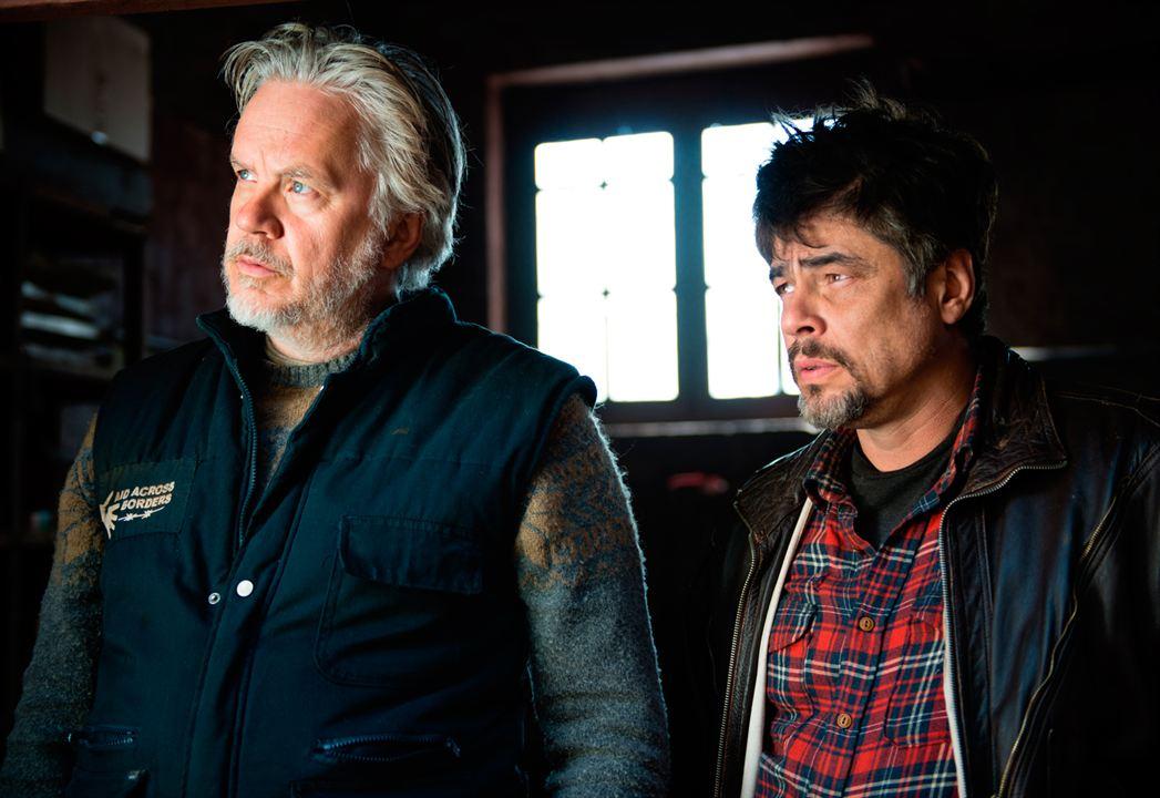A Perfect Day : Bild Benicio Del Toro, Tim Robbins