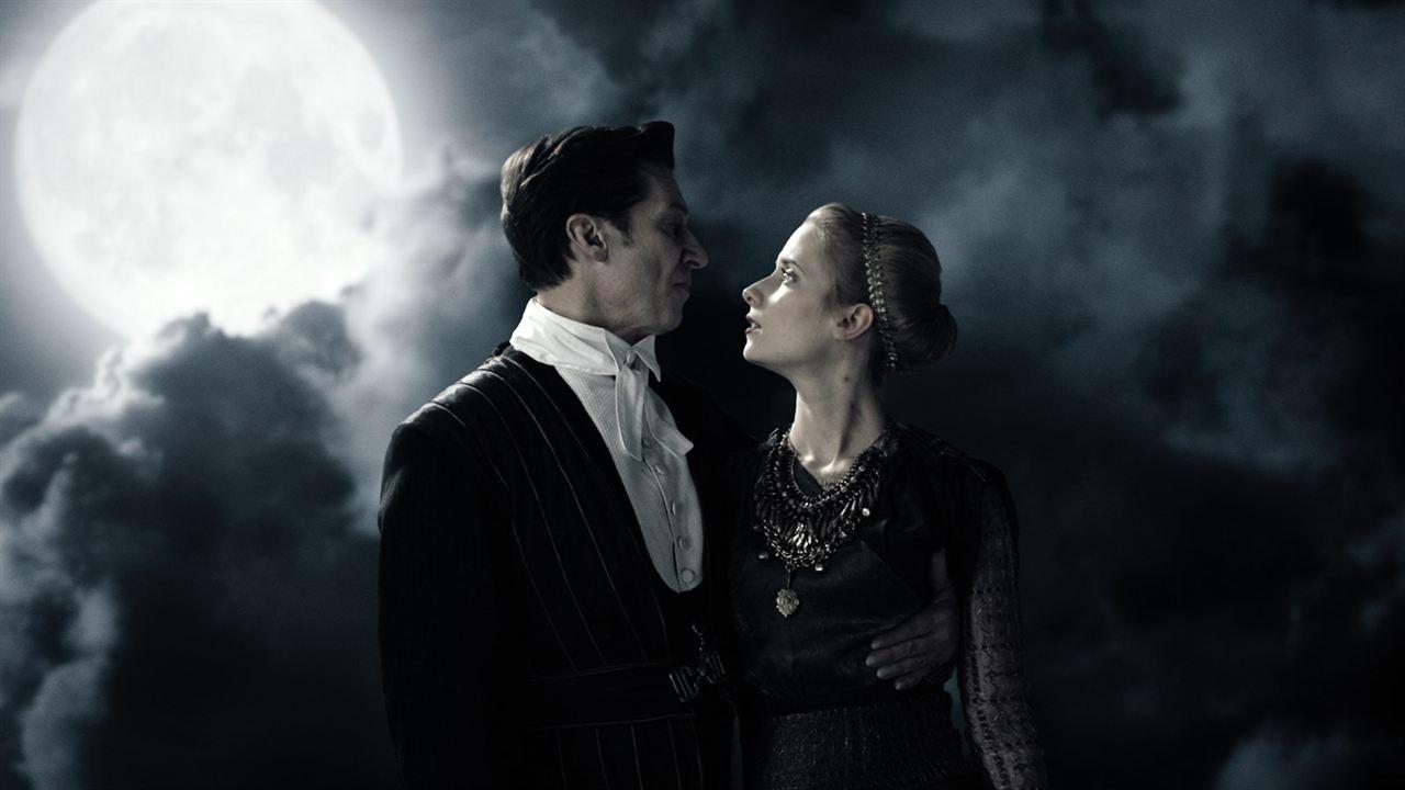 Therapie für einen Vampir : Bild Cornelia Ivancan, Tobias Moretti