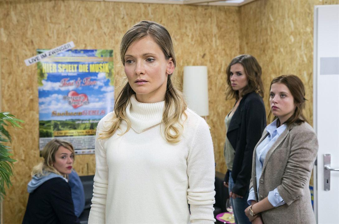 Tatort: Auf einen Schlag : Bild Alexandra Finder, Alwara Höfels, Jella Haase, Karin Hanczewski